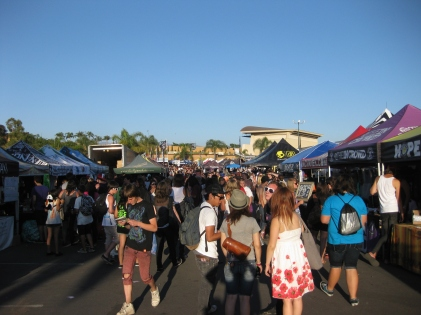 Warped_Tour_merch_tents_2010-08-10_04